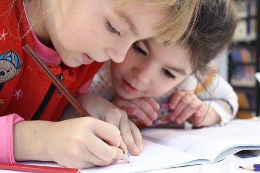 schreibende Vorschulkinder